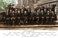 Vinte e nove dos cientistas mais influentes da história reunidos no Congreso Solvay (1927)