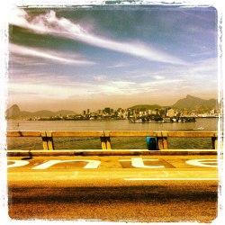 Ponte Presidente Costa e Silva com a cidade do Rio ao fundo
