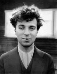 Charlie Chaplin em diferentes momentos de sua vida