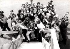 O autor desta fotografia é desconhecido. Mas teve a virtude de, em um flash, captar seus colegas caçadores de imagems. A instantânea foi tomada da porta do avião que conduzia a exuberante e desejada atriz sueca Anita Ekberg a Roma. Corria o verão de 1959 - AGENCIA PIERLUIGI