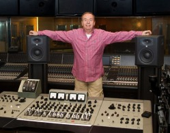 Geoff em foto promocional