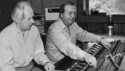 Onde a magia dos sons dos Beatles acontecia. George Martin e Geoff Emerick, os caras importantes dos bastitores das gravações em 1995.