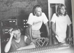 Geoff, George Martin e Gerry Beckley (America)