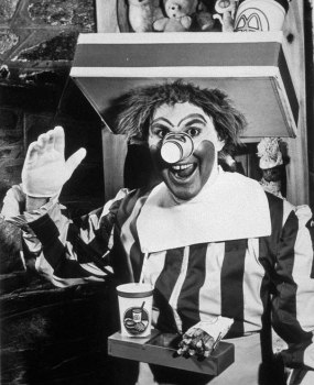A primeira versão do palhaço Ronald McDonald, em 1963
