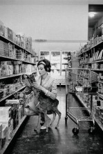 Audrey Hepburn fazendo compras com seu filhote de veado Pippin (ou Ip, como ela costumava chamar) em Beverly Hills, em 1958