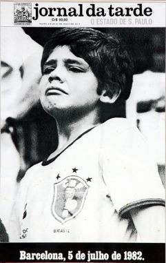 Esta é uma das capas de jornais mais marcantes no Brasil. Em 1982, o Brasil perdeu a Copa do Mundo na Espanha. O Jornal da Tarde, conhecido na época por seu design inovador, resolveu publicar essa foto em sua capa, sem nenhum título ou comentário. O país inteiro já sabia do que se tratava.