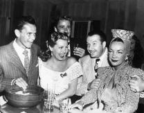 Frank Sinatra, Peter Lawford, Xavier Cugat e Carmen Miranda em Hollywood