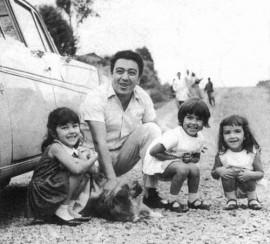 Maurício de Souza, em 1964, com as filhas Maria Angela, Mônica e Magali