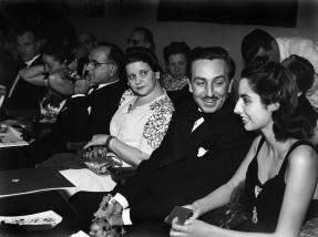 Walt Disney com sua esposa Lillian e o presidente Getúlio Vargas com sua esposa, Darcy, no lançamento do filme Fantasia, no Rio de Janeiro, em agosto de 1941